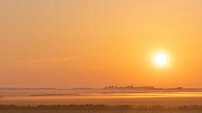 Ondergaande zon in de waddenzee